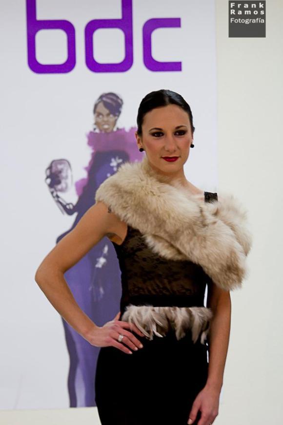 Body con aplicaciones de plumas de Laura Calvente