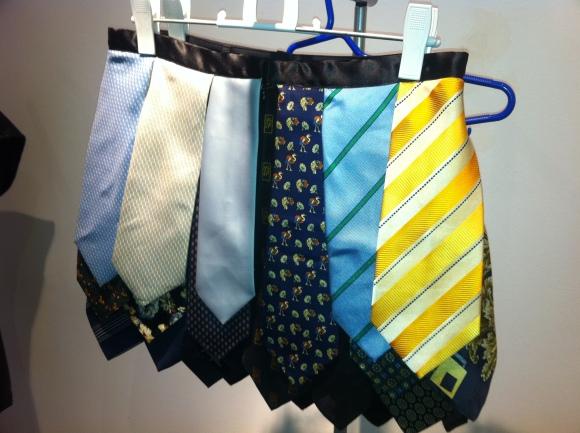 Falda hecha con corbatas