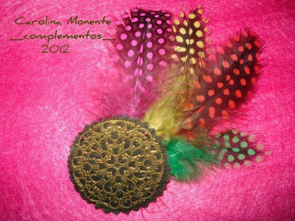 Broche de plumas y pasador de pelo de Carolina Monente Complementos